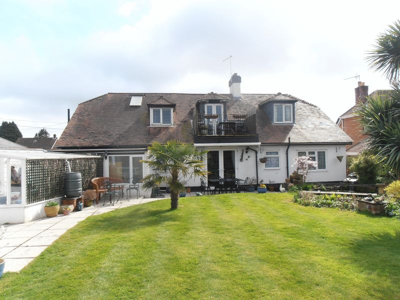 6 Bedrooms Detached House for sale in A large detached property which is currently run as a successful 4-star award winning Guest House with 4 guest rooms