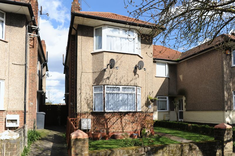 2 Bedrooms House for sale in Berkeley Close, Ruislip