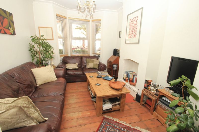 3 Bedrooms Terraced House for sale in Avenue Road, Tottenham