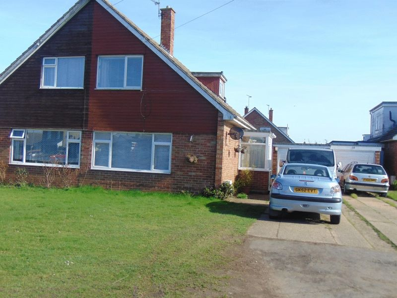 3 Bedrooms Semi Detached Bungalow for sale in Thorpe Road, Clacton-On-Sea