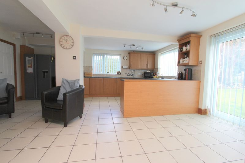 4 Bedrooms Detached House for sale in Walsall Road, Aldridge