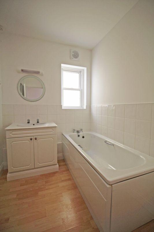 7 Maison Gauthier Bathroom