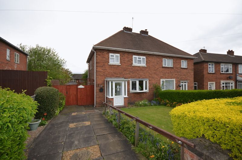 3 Bedrooms Semi Detached House for sale in Throne Road, Rowley Regis