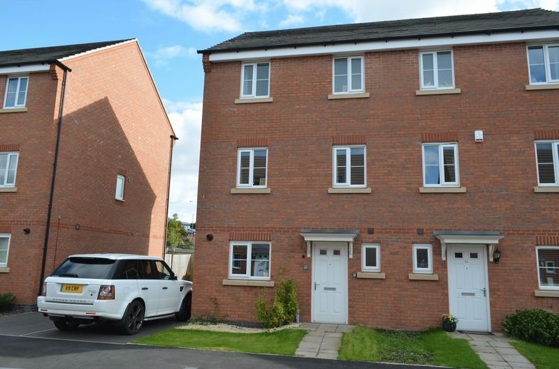 5 Bedrooms Semi Detached House for sale in Old College Avenue, Oldbury
