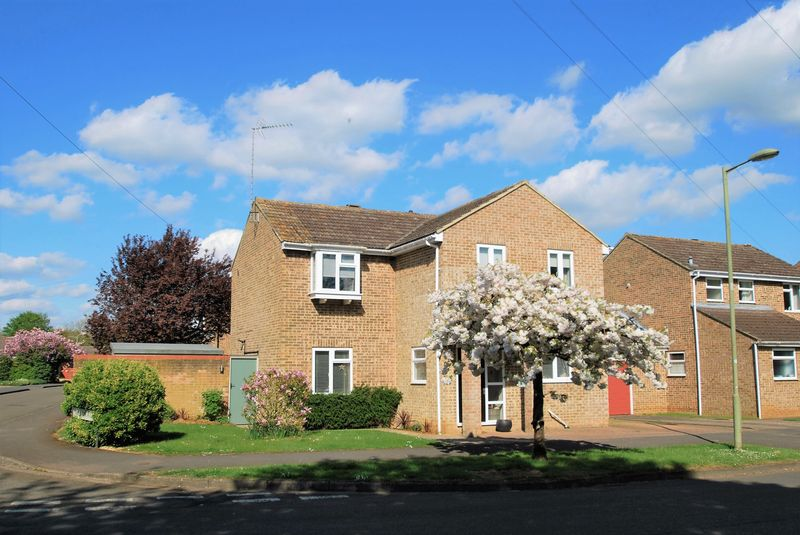 4 Bedrooms Detached House for sale in Sycamore Drive, Banbury