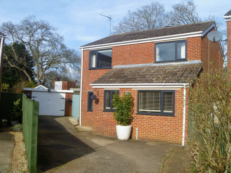 4 Bedrooms Detached House for sale in Marten Gate, Banbury