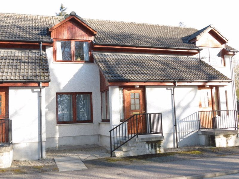 2 Bedrooms Terraced House for sale in The Orchard, Alness