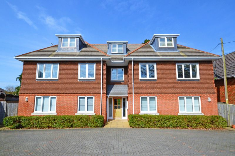 3 Bedrooms Flat for sale in Chase Road, Lindford