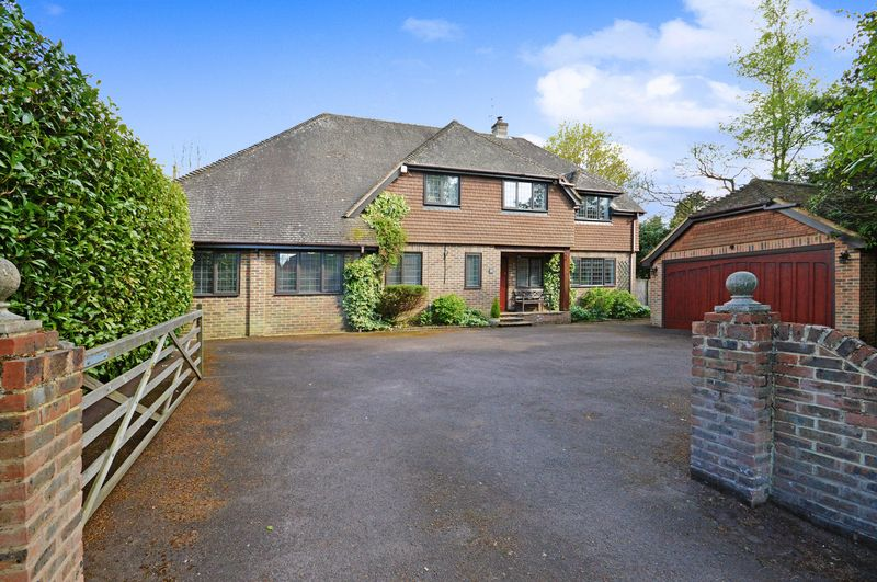 5 Bedrooms Detached House for sale in Headley Down,