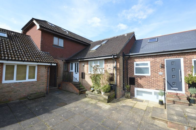 3 Bedrooms Terraced House for sale in Glen Road, Grayshott