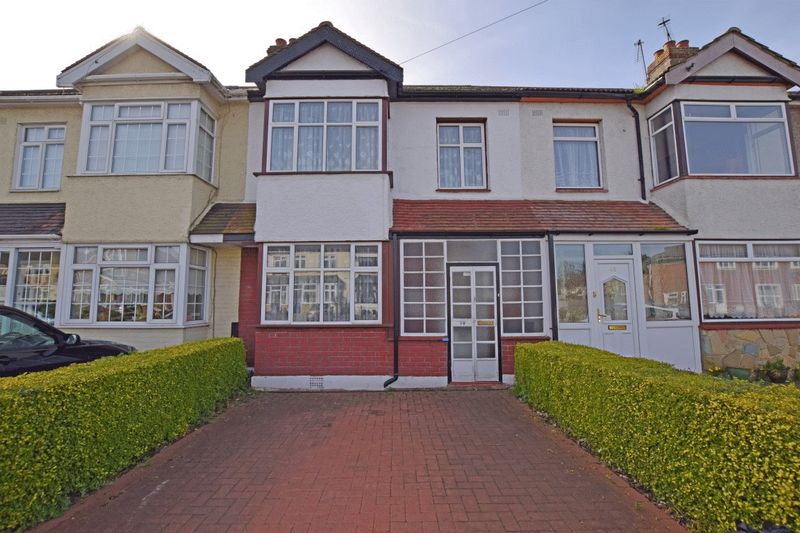 3 Bedrooms Terraced House for sale in Elm Road, Mawneys, Romford
