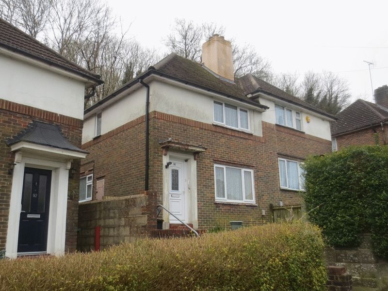 3 Bedrooms Semi Detached House for sale in Moulsecoomb Way, Brighton