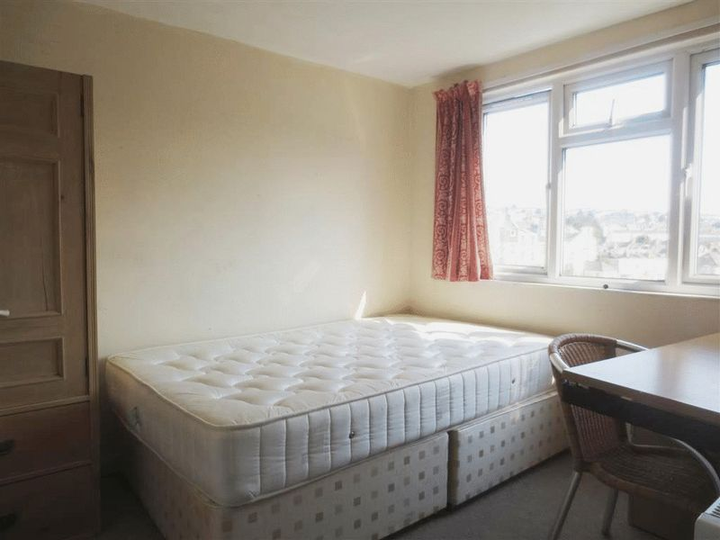 6 Bedrooms Terraced House for rent in Hollingdean Road, Brighton