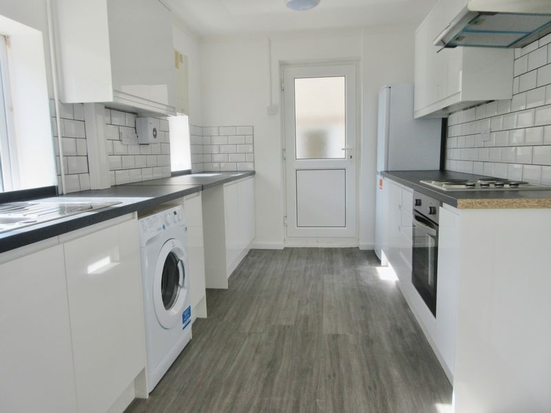 4 Bedrooms Semi Detached House for rent in Southall Avenue, Brighton