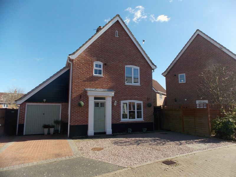 3 Bedrooms Detached House for sale in Snowdrop Close, Bury St. Edmunds