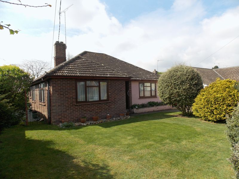 2 Bedrooms Detached Bungalow for sale in Barton Road, Thurston