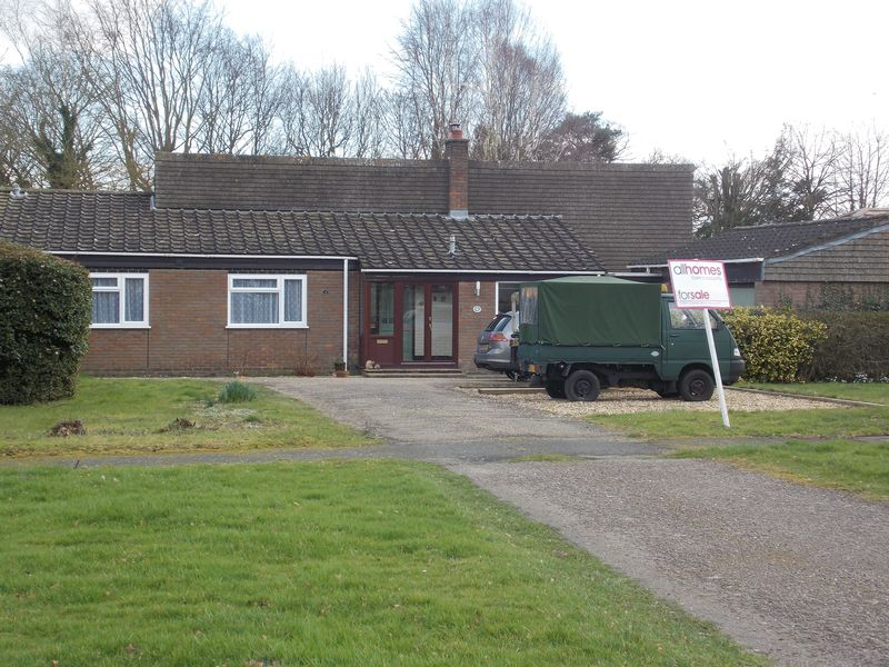 4 Bedrooms Detached Bungalow for sale in Anglesey Place, Great Barton