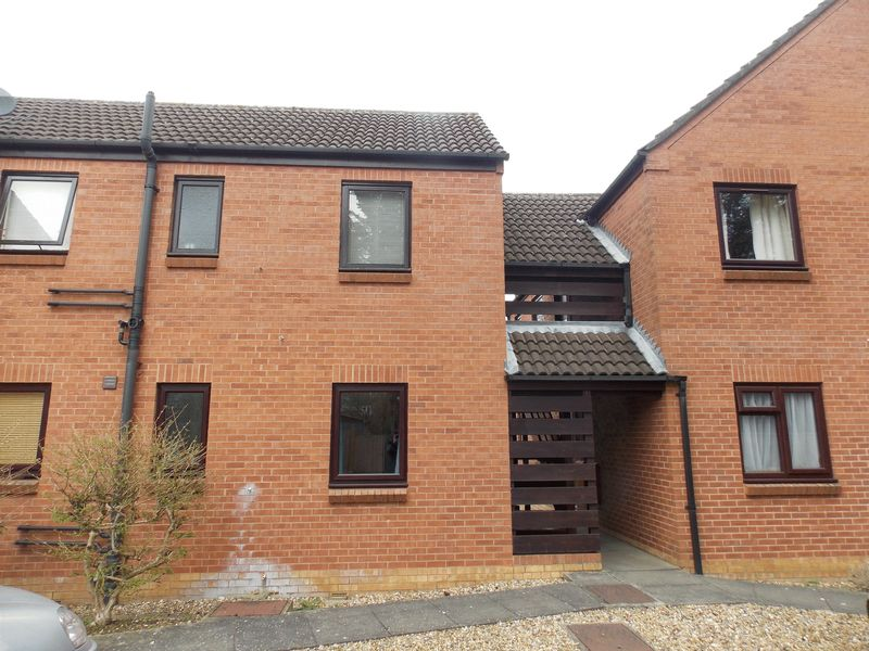 1 Bedroom Flat for sale in Prince Of Wales Close, Bury St. Edmunds