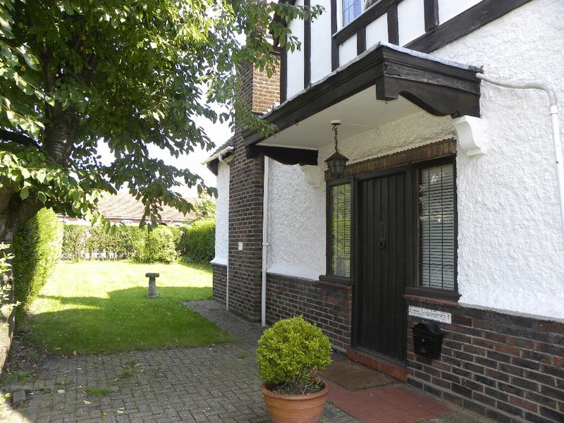 3 Bedrooms Detached House for sale in Hillside Gardens, Barnet