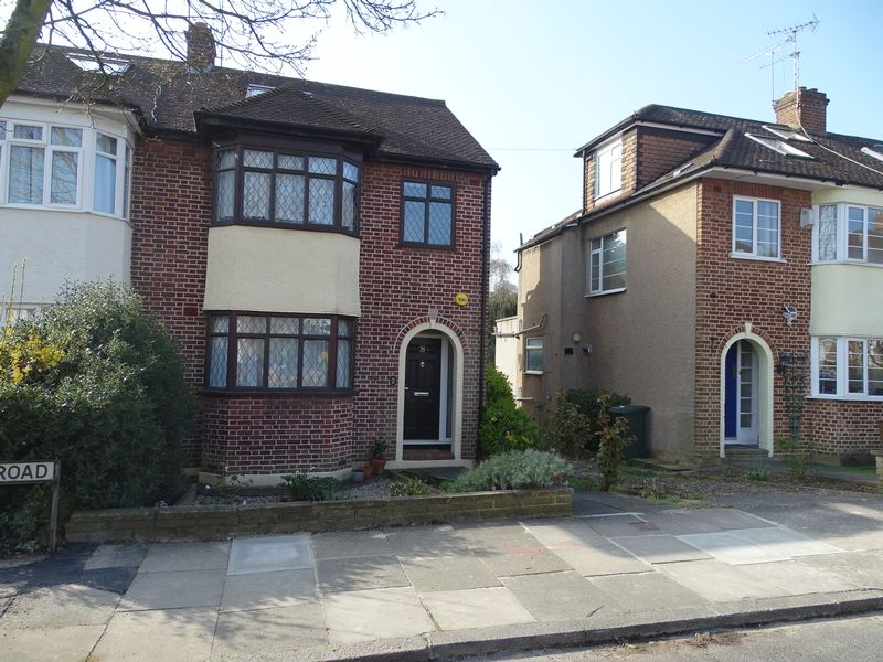 4 Bedrooms Semi Detached House for sale in Bosworth Road, Barnet