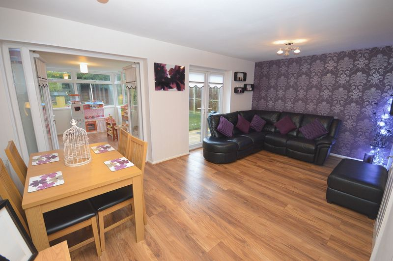 3 Bedrooms Semi Detached House for sale in Minton Way, Widnes