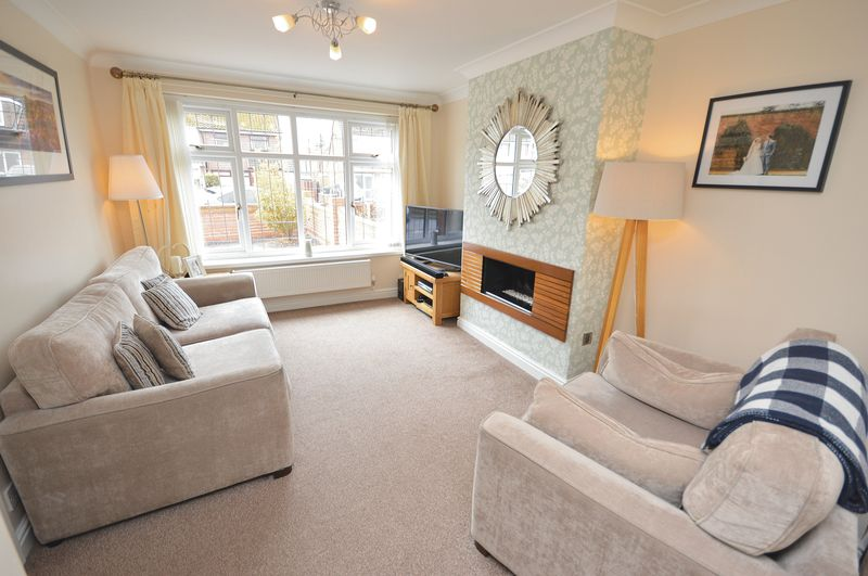 3 Bedrooms Semi Detached House for sale in Sandiway Avenue, Widnes
