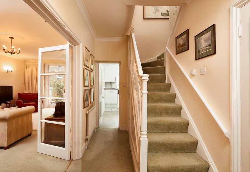 2 Bedrooms Flat for sale in Elgin Avenue, Maida Vale, London