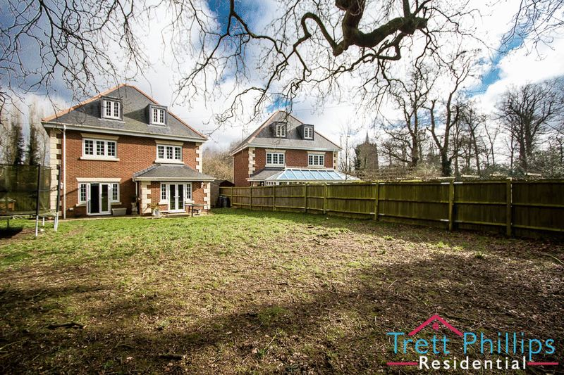 6 Bedrooms Detached House for sale in Norwich Road, Hethersett