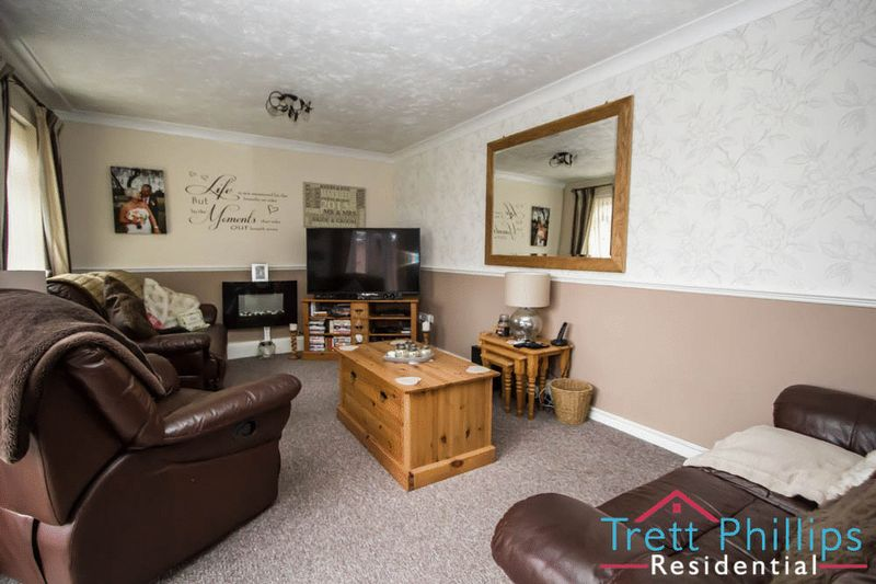 2 Bedrooms Detached Bungalow for sale in Millside, Stalham