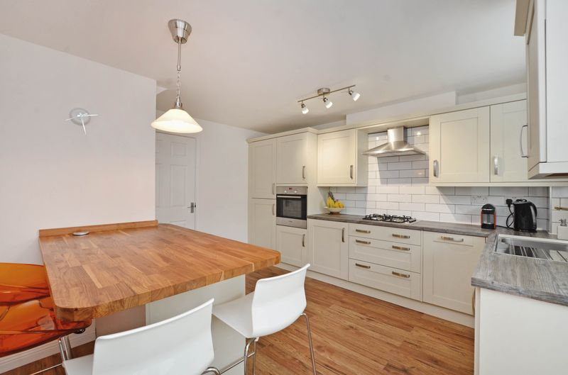 3 Bedrooms Terraced House for sale in Gleadless View, Sheffield