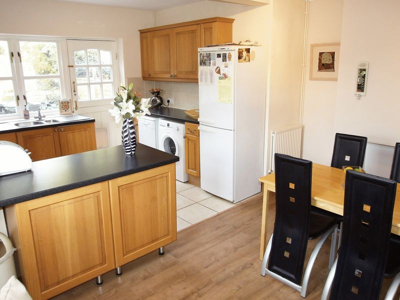 2 Bedrooms Semi Detached House for sale in Maplewell Road, Woodhouse Eaves