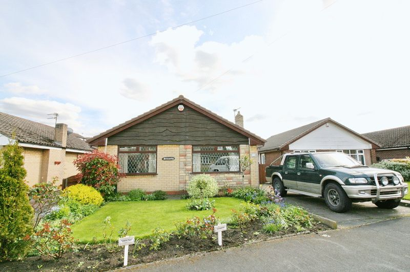 2 Bedrooms Detached Bungalow for sale in Glendale Road, Boothstown Worsley Manchester