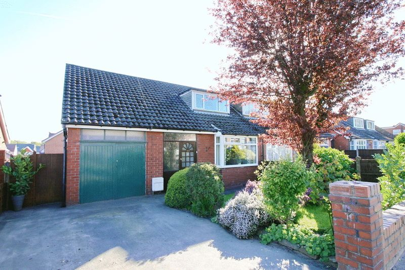 3 Bedrooms Semi Detached Bungalow for sale in Hilton Lane, Worsley Manchester