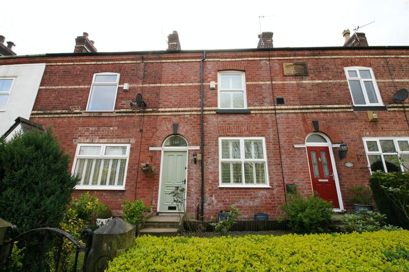 3 Bedrooms Terraced House for sale in Greenleach Lane, Roe Green Worsley Manchester
