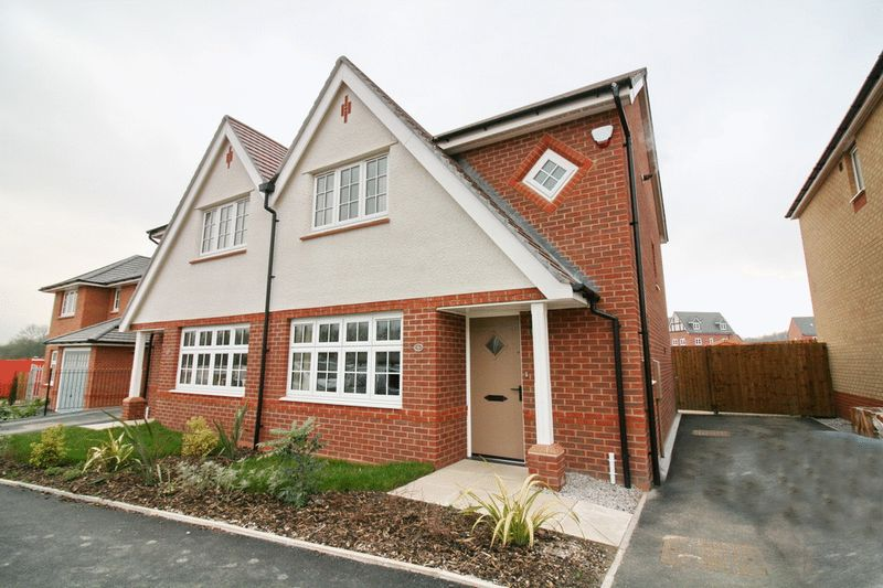 3 Bedrooms Semi Detached House for sale in Avoncliffe Road, Worsley Manchester