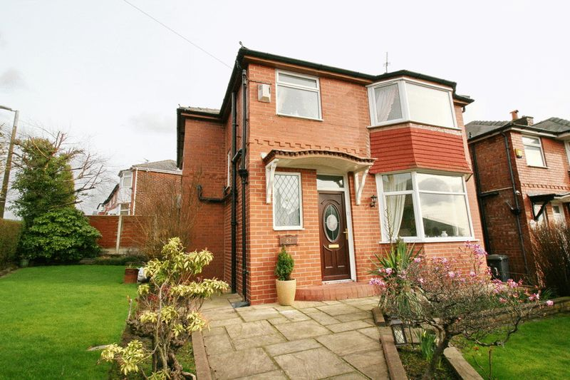 3 Bedrooms Semi Detached House for sale in Barton Road, Swinton Manchester