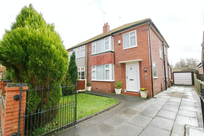3 Bedrooms Semi Detached House for sale in Houghton Lane, South Swinton Manchester