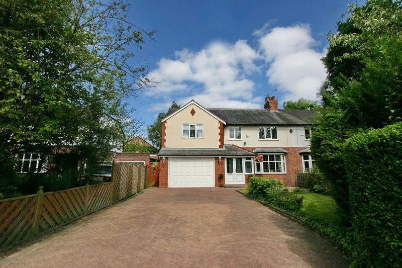 4 Bedrooms Semi Detached House for sale in Greenleach Lane, Worsley Manchester