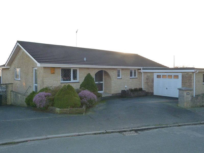 4 Bedrooms Detached Bungalow for sale in Woodgate Road, Liskeard