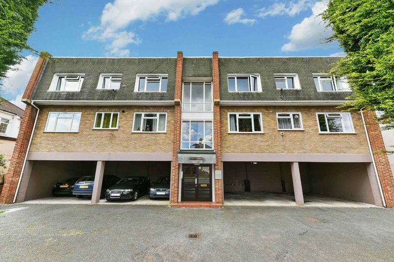 2 Bedrooms Flat for sale in Curzon Court, Brownspring Drive, SE9
