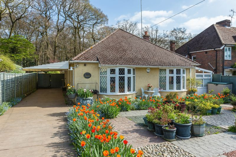 3 Bedrooms Detached Bungalow for sale in Fennels Way, High Wycombe