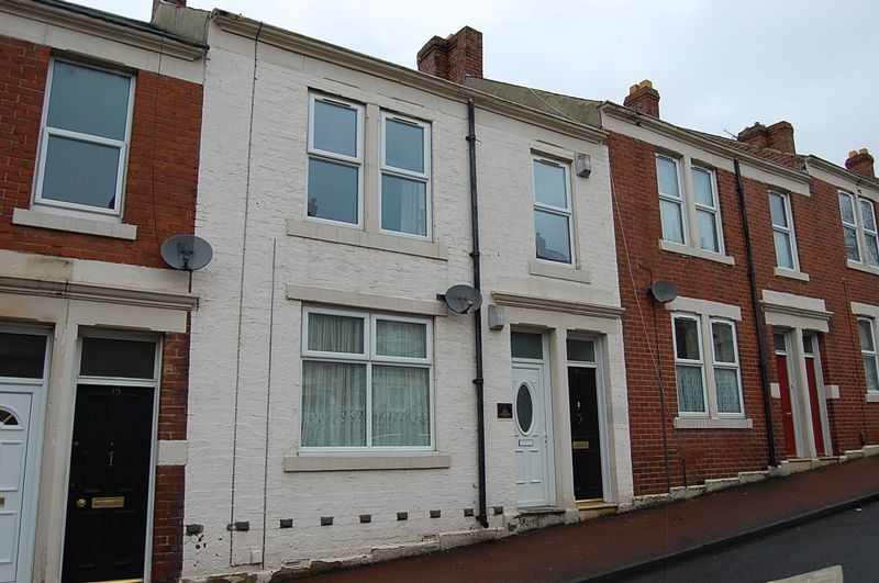 2 Bedrooms Flat for sale in ** HOT PROPERTY ** Balfour Street, Gateshead
