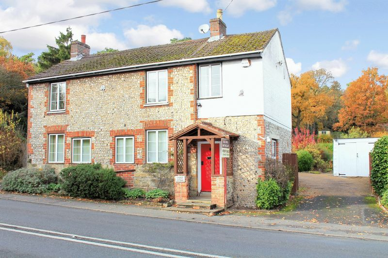 4 Bedrooms Detached House for sale in London Road, Coldwaltham