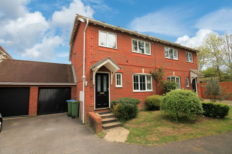 3 Bedrooms Semi Detached House for sale in Cranham Avenue, Billingshurst