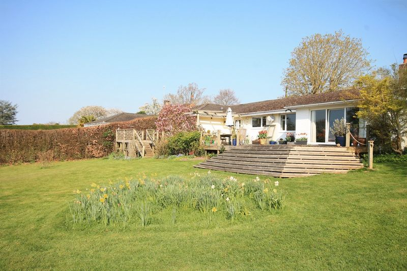 6 Bedrooms Detached Bungalow for sale in Batts Lane, Pulborough
