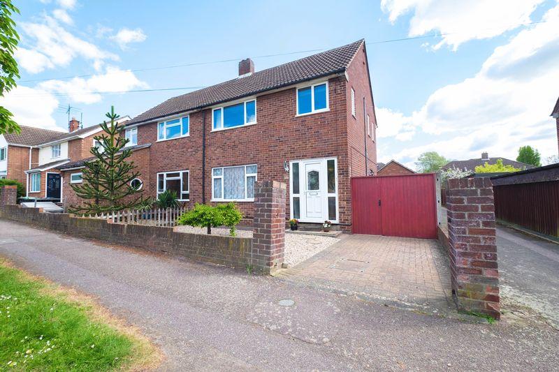 3 Bedrooms Semi Detached House for sale in Fulmar Road, Bedford