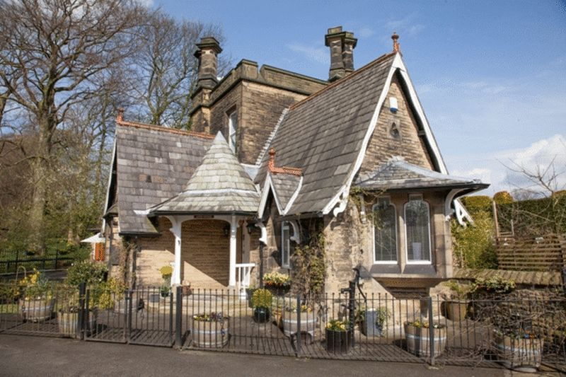 3 Bedrooms House for sale in Manor Heath, Halifax