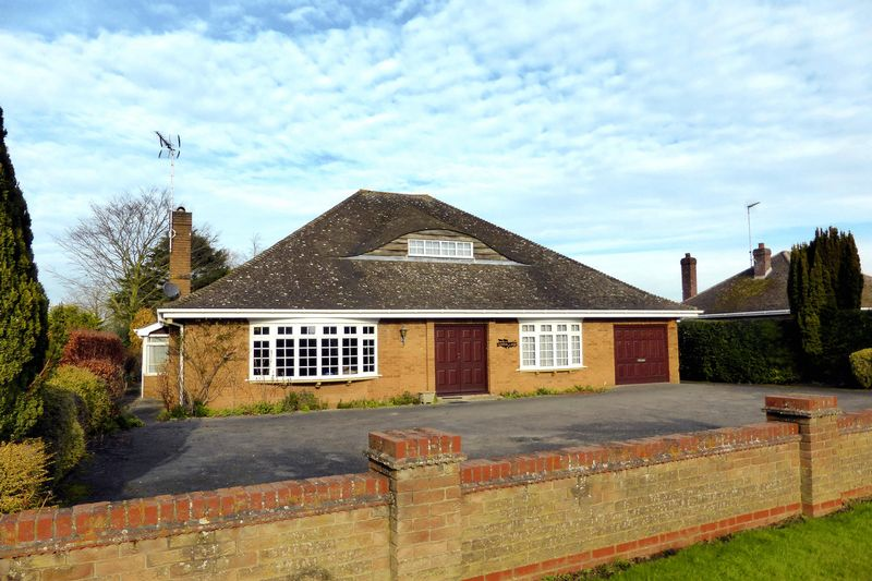 3 Bedrooms Detached Bungalow for sale in Church Road, Emneth, Norfolk