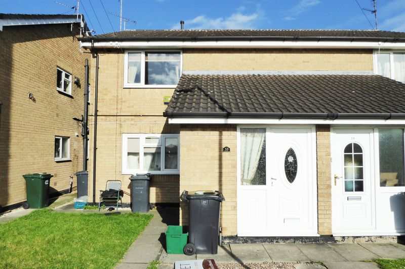 2 Bedrooms Flat for sale in Gayton Close, Balby, Doncaster