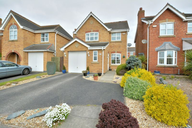 3 Bedrooms Detached House for sale in Pershore Way, Doddington Park, Lincoln